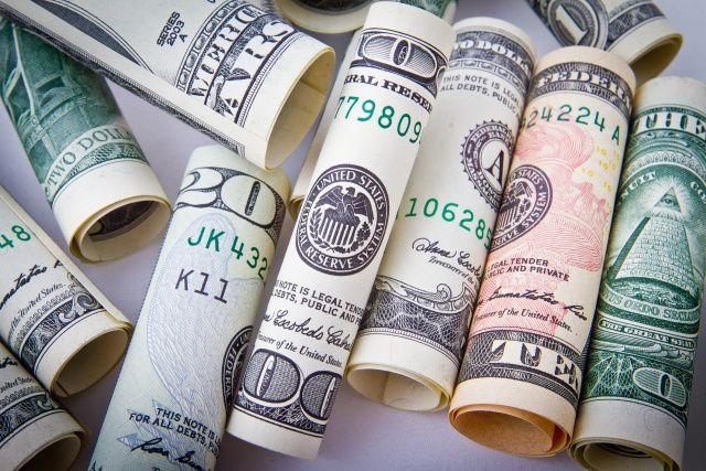たくさんの米ドル